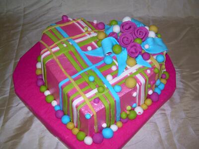 Torte mogu biti ukrašene fondanom, šlagom, čokoladom, nežnih ...